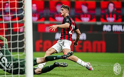 Colombo marcou o gol da virada do Milan, ainda no primeiro tempo