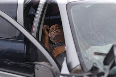 Idoso ficou ferido após ter seu carro atingido por outro