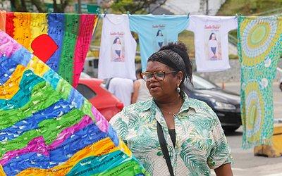 Dona Binha também vende camisas estampadas