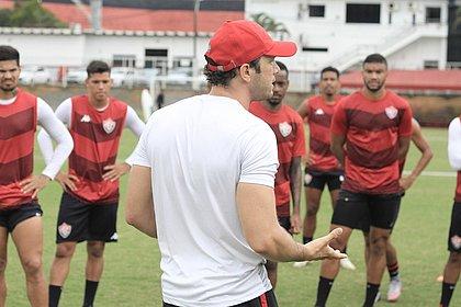 Bruno Pivetti, durante o treino do Vitória