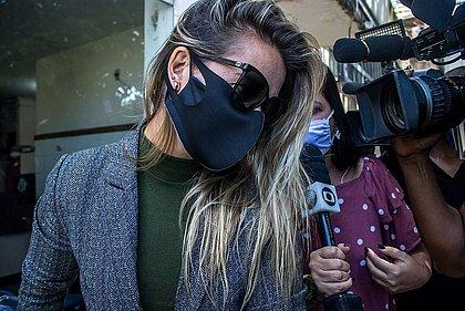 Cátia Raulino no dia em que deixou a delegacia após prestar depoimento