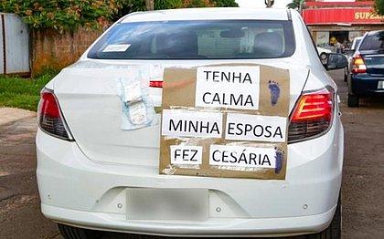 Preocupado com esposa e bebê, motorista pede calma com aviso em carro
