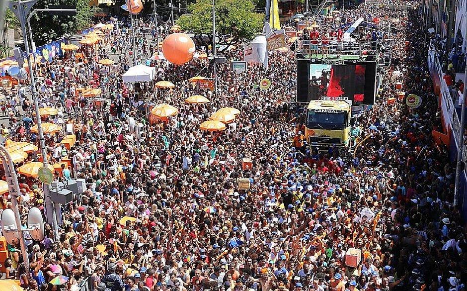 Cantores e empresários opinam sobre adiamento do Carnaval 2021