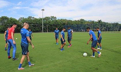 No Rio de Janeiro, elenco do Bahia fez último treino de olho na partida contra o Grêmio