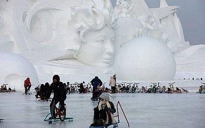 Escultura de neve em Harbin, na província de Heilongjiang no nordeste da China.