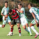 Léo Ceará é um dos atletas que Rodrigo pode perder para duelo com o Guarani