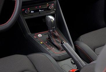 A transmissão é automática, de seis velocidades e a partida é por botão