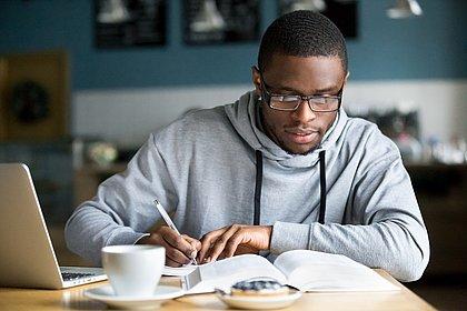O profissional especializado tem mais facilidade em se inserir no mercado de trabalho