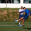 João Pedro finaliza durante o treino