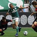 Bruno Bispo e Fabiano cercam Mayke, do Palmeiras, na despedida de 2018