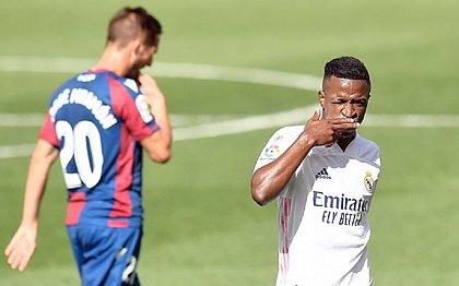 Vinícius Júnior abriu o placar contra Levante aos 15 minutos de jogo