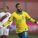 Neymar fez hat-trick na partida contra o Peru