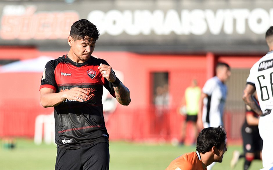 Léo Ceará perdeu gol e foi substituído sob vaias (Betto Jr.   CORREIO) 7b5758e21ac9c