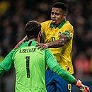 Gabriel Jesus e Alisson comemoram a classificação à semifinal da Copa América
