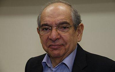 Mário Kertész, ex-prefeito de Salvador, radialista e ex-professor da Eaufba. Apresentador da Rádio Metrópole FM