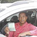 O taxista Ademilton Paim fez o pagamento de seu licenciamento em fevereiro e ainda não recebeu o documento em casa