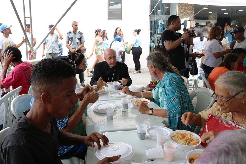Dia Mundial dos Pobres reuniu centenas de pessoas na casa de Santa Dulce