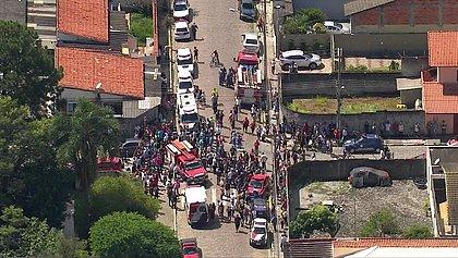 Adolescentes atiram dentro de escola e matam 8 pessoas em São Paulo