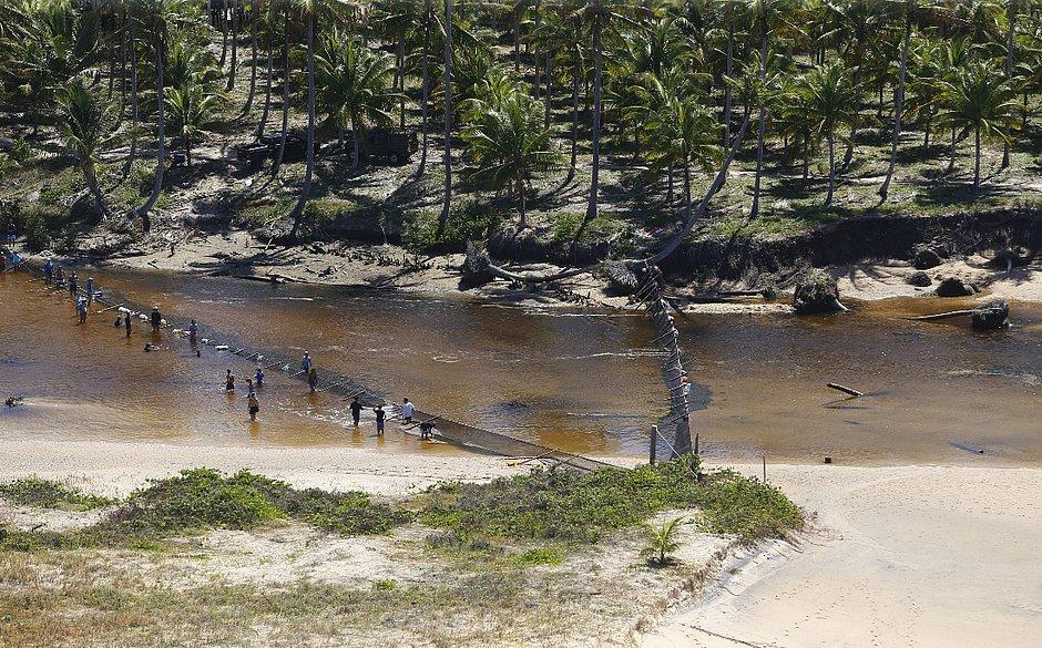 Descarte de 500 kg de petróleo cru em área ambiental de Maraú é investigado