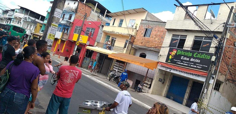 Incêndio destrói depósito de colchões em Pau da Lima