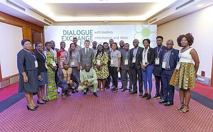 Estudantes africanos aprendem sobre os derivados da mandioca em Cruz das Almas