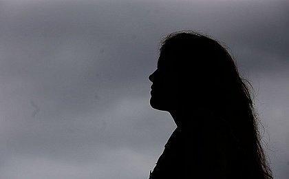 'A gente se sente suja', diz jovem atriz abusada por padrinho na infância