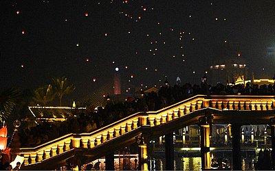 Celebração religiosa de ano novo em Luang Prabang.