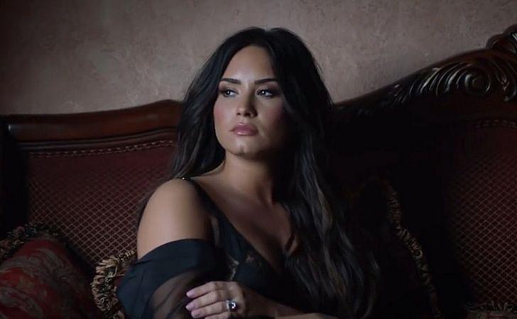 Demi Lovato admite que voltou a beber em Sober; ouça