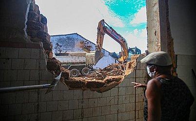No casarão demolido moravam 10 famílias que ficaram desabrigadas.