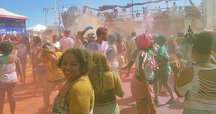 A galera se divertiu com pó distribuído por Saulo no circuito Barra-Ondina