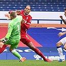 Lance aconteceu no clássico entre Everton e Liverpool na manhã de sábado (17)