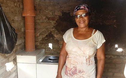 A implantação dos fogões modificou a vida das famílias do Recôncavo que, sem recursos para o gás, sofriam com a fumaça dos fogareiros
