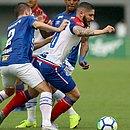 Zé Rafael tentou muito, mas não conseguiu marcar na sua despedida do Bahia
