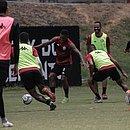 Jogadores do Leão se divertem durante o treino