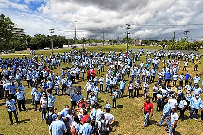 Funcionários da Ford fazem nova manifestação pelo fim da fábrica na Bahia