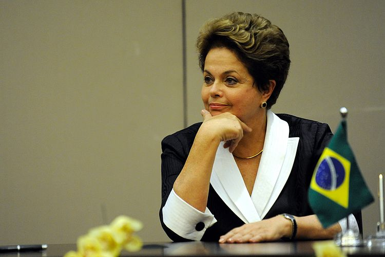 Minas Gerais: pesquisa mostra Dilma à frente de Aécio para vaga no Senado