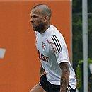Daniel Alves foi criticado por torcedores do Bahia após declarar que jogaria por apenas dois meses no clube
