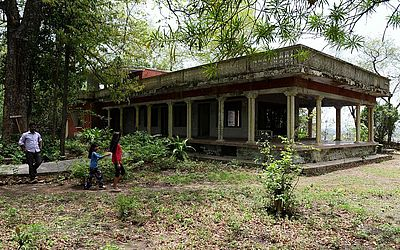 Casa abandonada do Maharishi Mahesh Yogi no ashram visitado pelos Beatles 50 anos atrás, em Rishikesh, no norte da Índia.