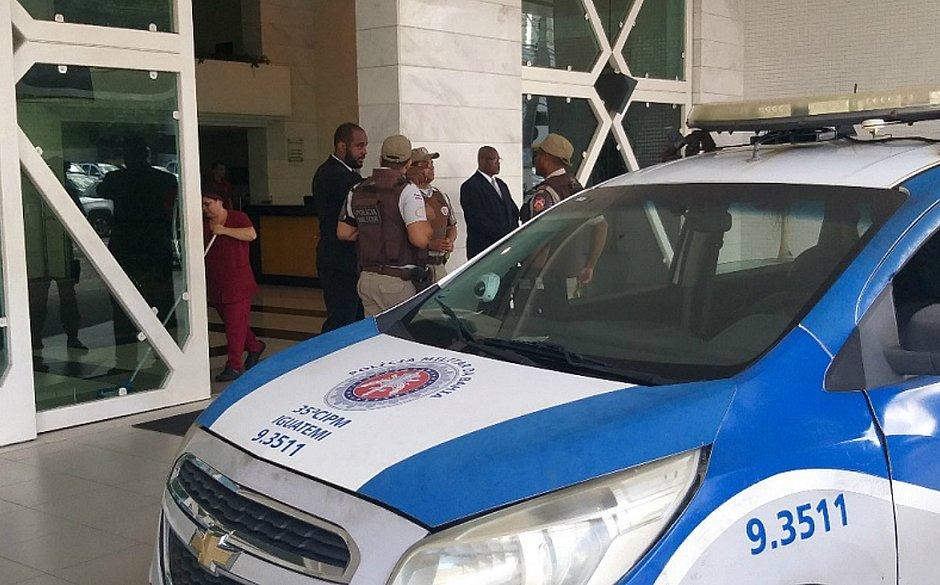 Adolescente de 15 anos e jovem são suspeitos de participar de assalto em hotel