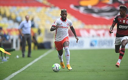Rodinei durante o jogo contra o Flamengo: lateral foi expulso no início do segundo tempo