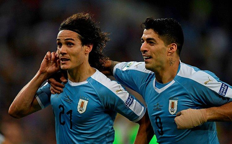 Uruguai vence o Chile no Maracanã e avança às quartas em primeiro