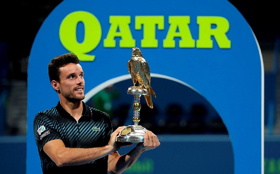 Após eliminar Djokovic, Bautista vence e é campeão em Doha