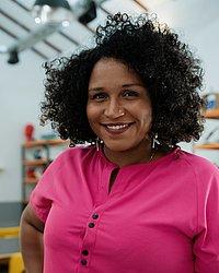 Sil Bahia, codiretora executiva do Olabi e idealizadora do Pretalab