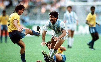 Maradona durante a Copa do Mundo de 1990, no jogo das oitavas entre Argentina e Brasil