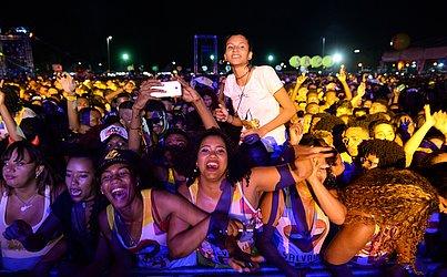 Mais de 20 atrações passaram pelo palco do Salvador Fest, que teve mais de 12h de música