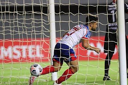 Alesson marcou dois gols para o Bahia diante do Guabirá