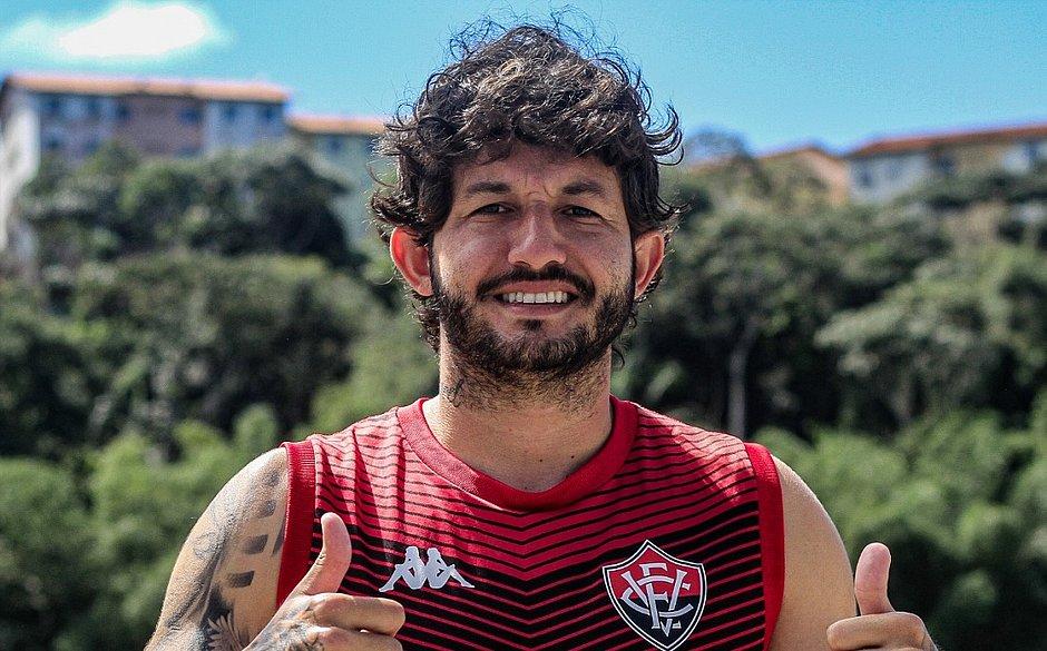 Fernando Neto ficará por mais um ano no Vitória