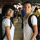 Manoela e Bruno Henrique consideram uma boa ideia a ampliação do tempo em sala de aula