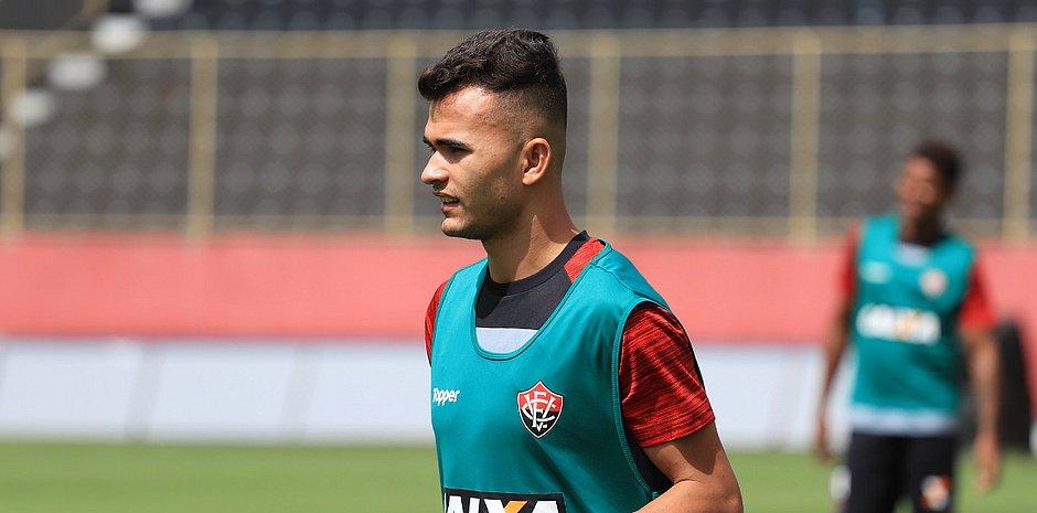 Lucas Fernandes foi utilizado por Carpegiani em oito dos nove jogos que tem  à frente do Leão (Maurícia da Matta EC Vitória) 5172379eac1d1