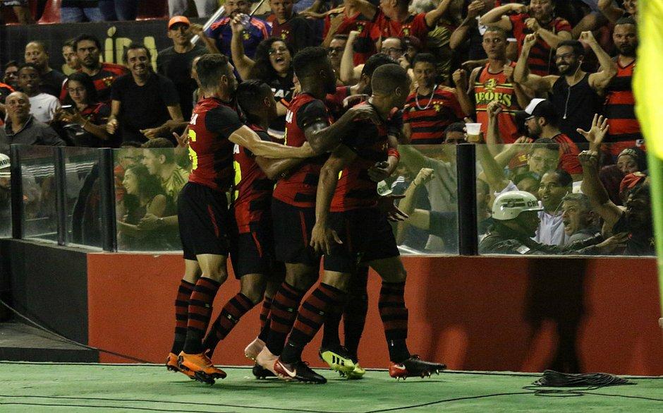 Sport vence Ceará e empurra o Vitória para a zona de rebaixamento - Jornal  CORREIO  4662258d85592